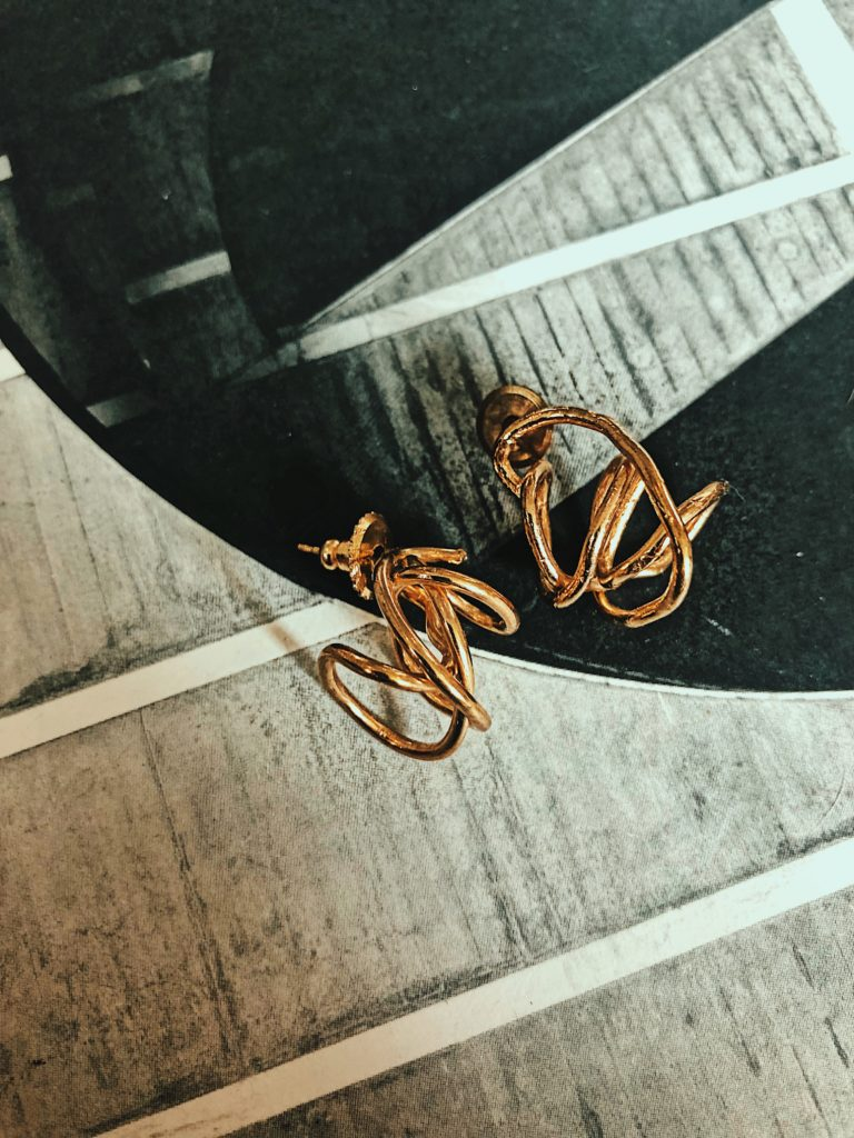Nina Berenato || Imperfect Knot Earring || $132