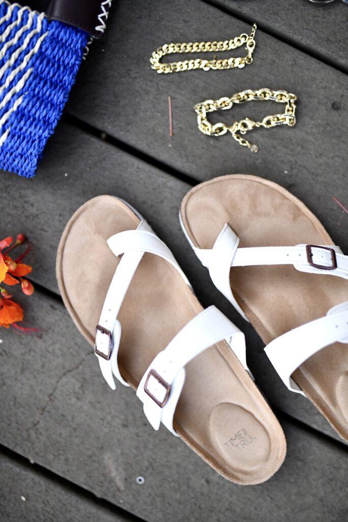 Comfy sandals for flat feet